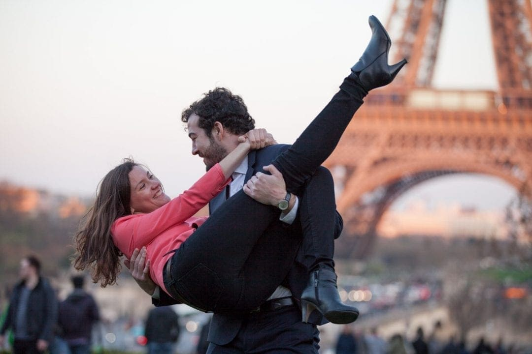 Engagement photoshoot in front of the EIffel Tower at sunset