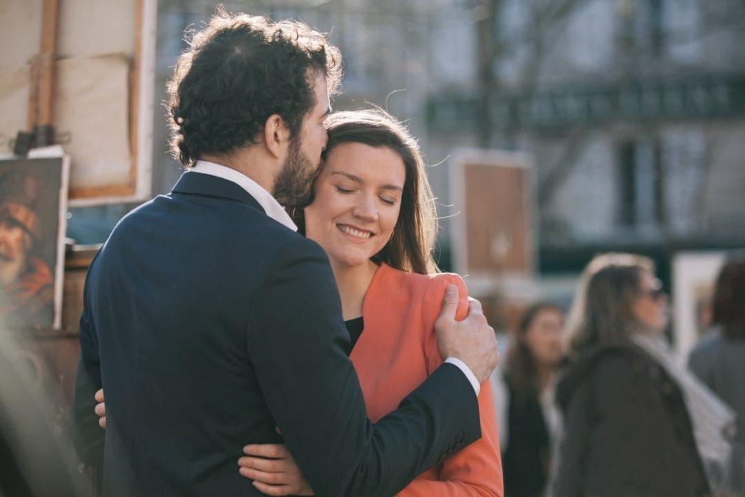 Kissing couple in Place du Tertre, Paris