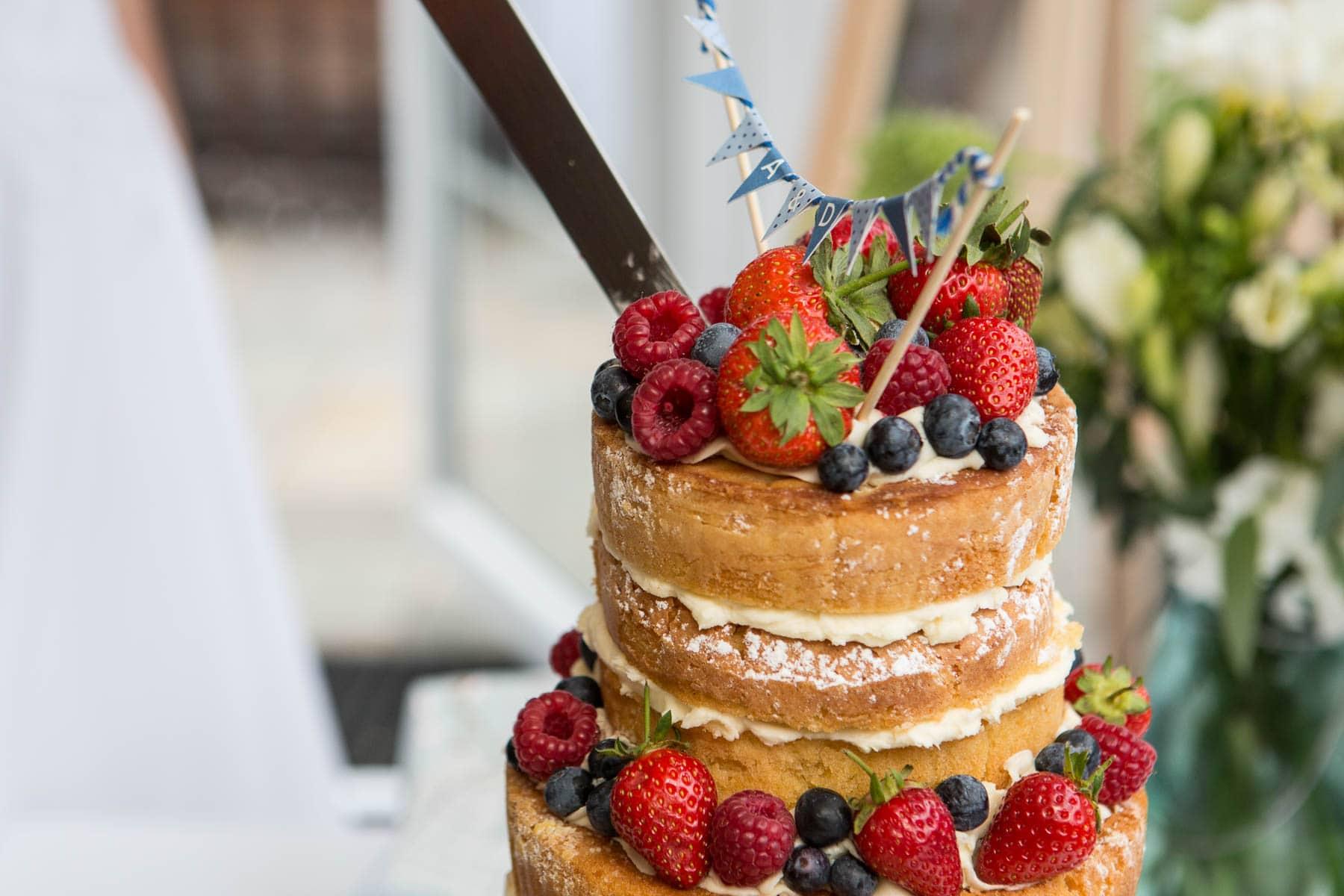 Close up of naked wedding cake