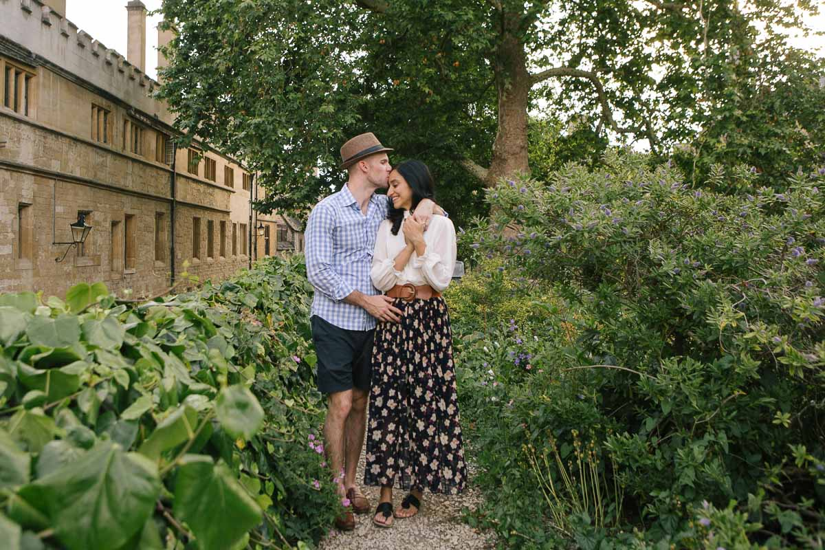 A romantic couple shot at an Oxford Collegfe